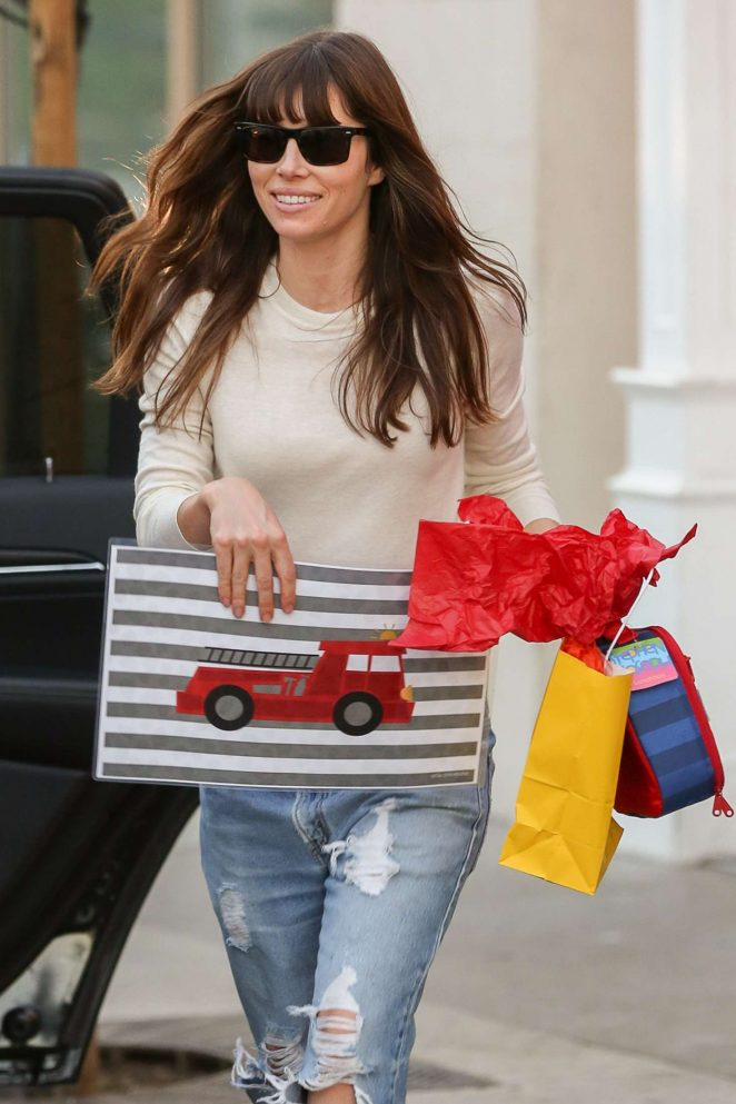 Jessica Biel in Ripped Jeans Leaves Au Fudge -05