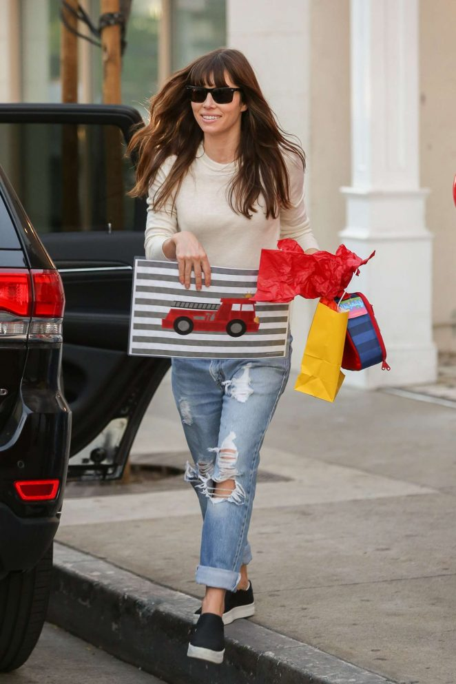Jessica Biel in Ripped Jeans Leaves Au Fudge -08