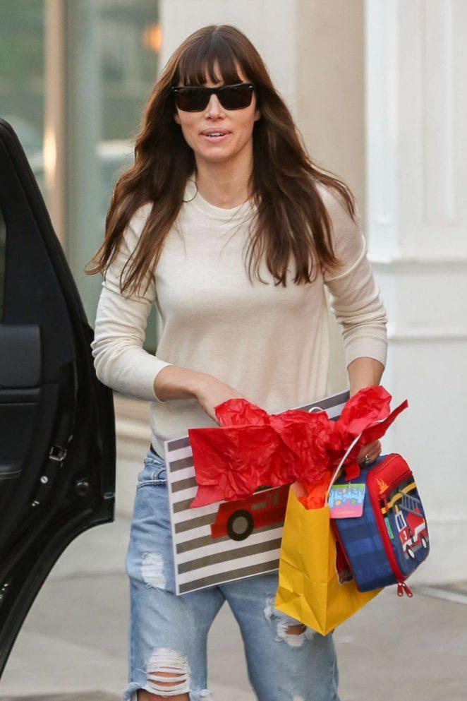Jessica Biel in Ripped Jeans Leaves Au Fudge -10