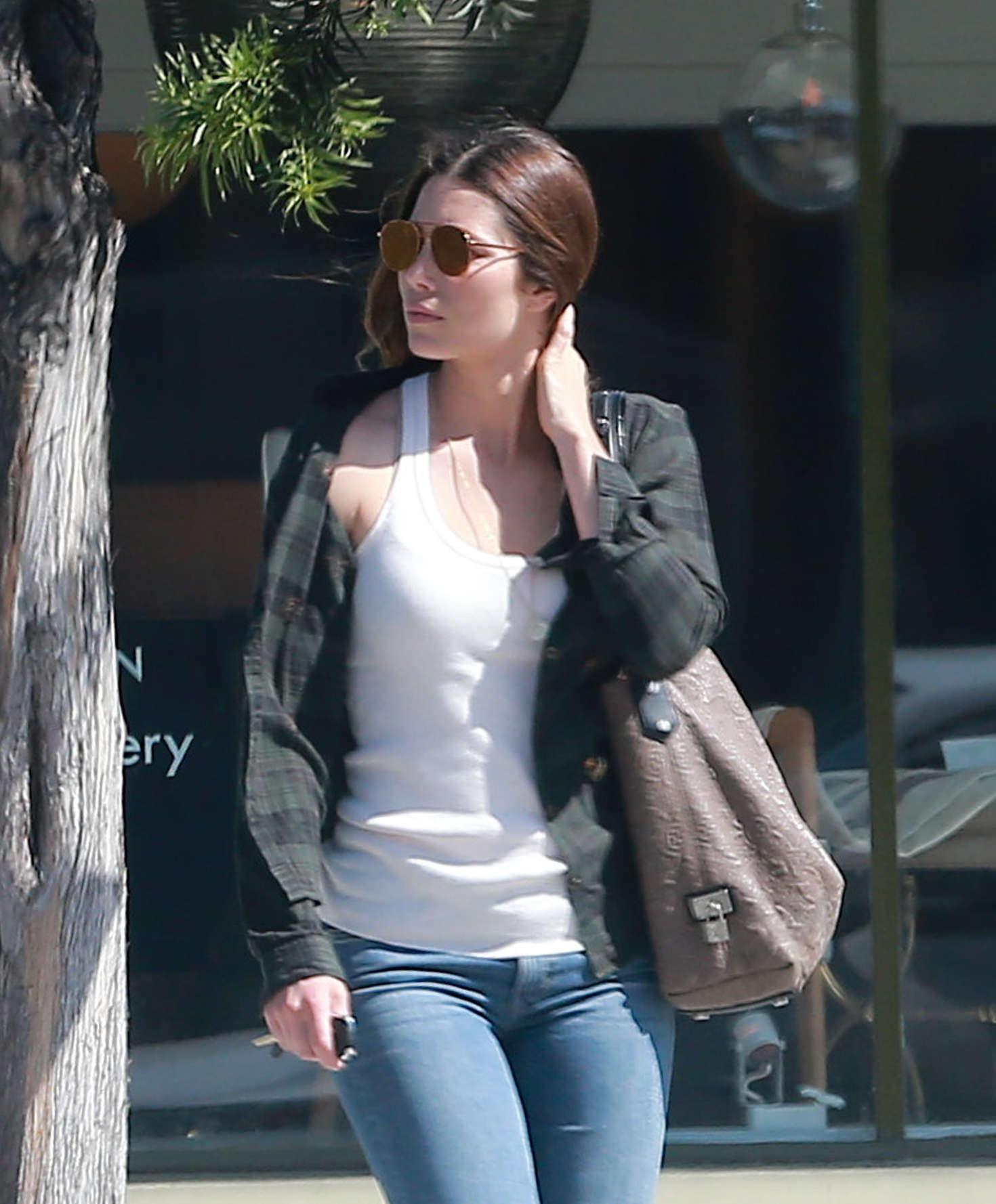 Jessica Biel In Tight Ripped Jeans 20 Gotceleb
