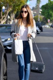 Jessica Biel - Laves Joan's on Third in Studio City