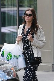 Jessica Biel - Leaves Health Mart in New Orleans