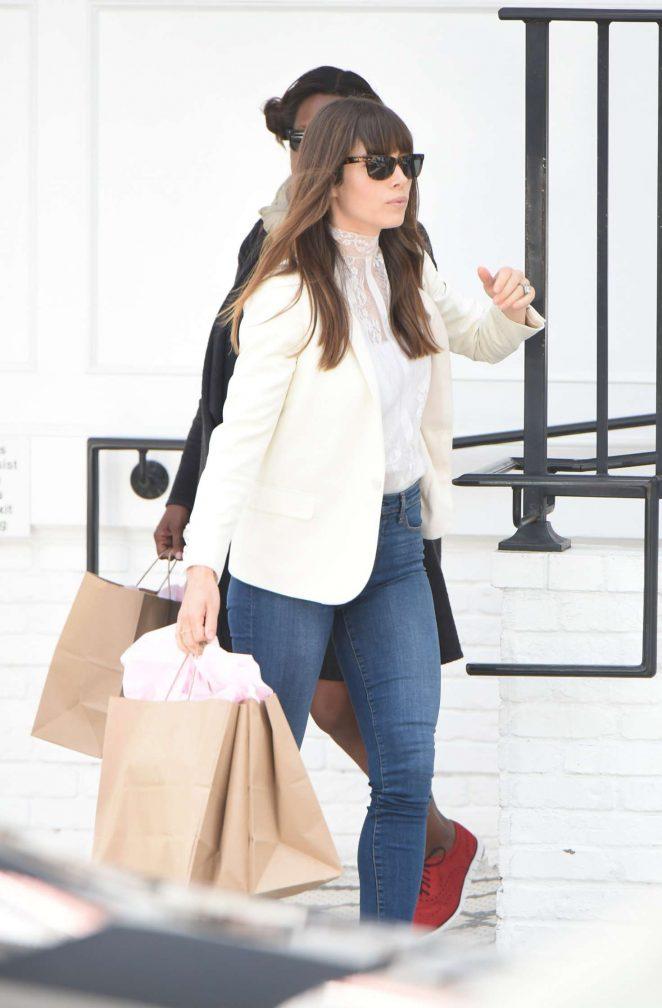 Jessica Biel Leaves her Au Fudge Restaurant in Los Angeles