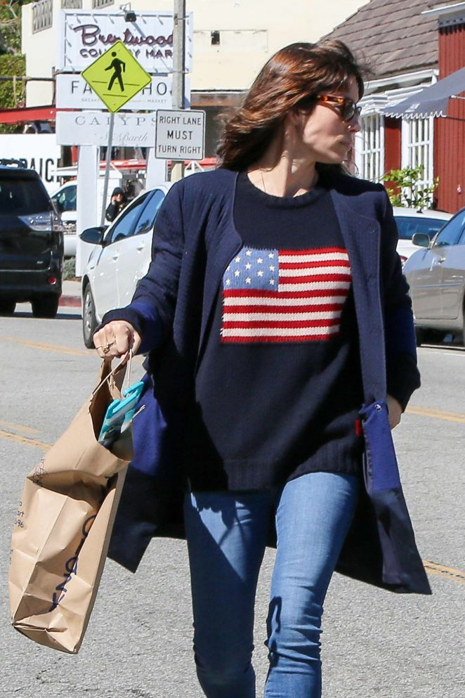 Jessica Biel - Shopping at Crazy Toys in Brentwood Country Mart