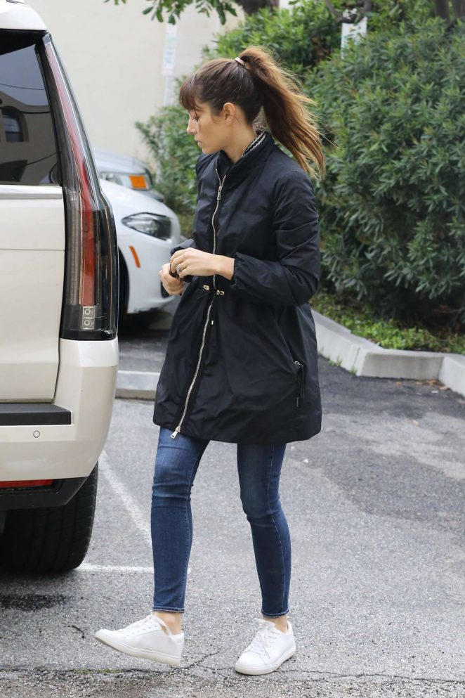 Jessica Biel - Shopping at The Right Start in Los Angeles