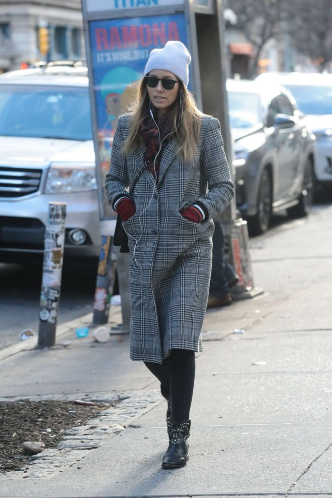 Jessica Biel – Shopping in Manhattan