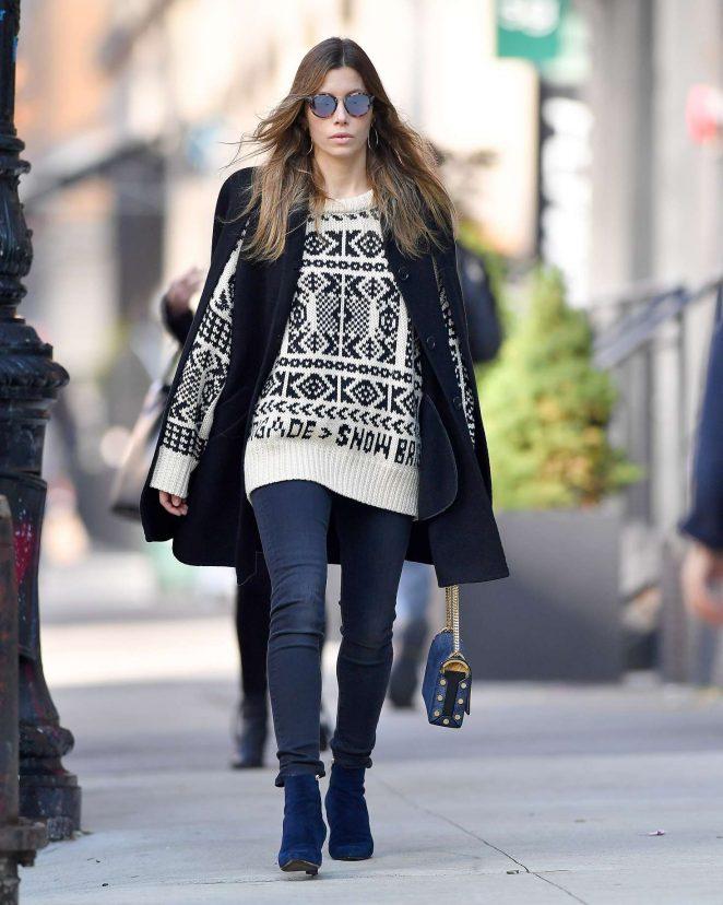 Jessica Biel: Wears a beige sweater -04
