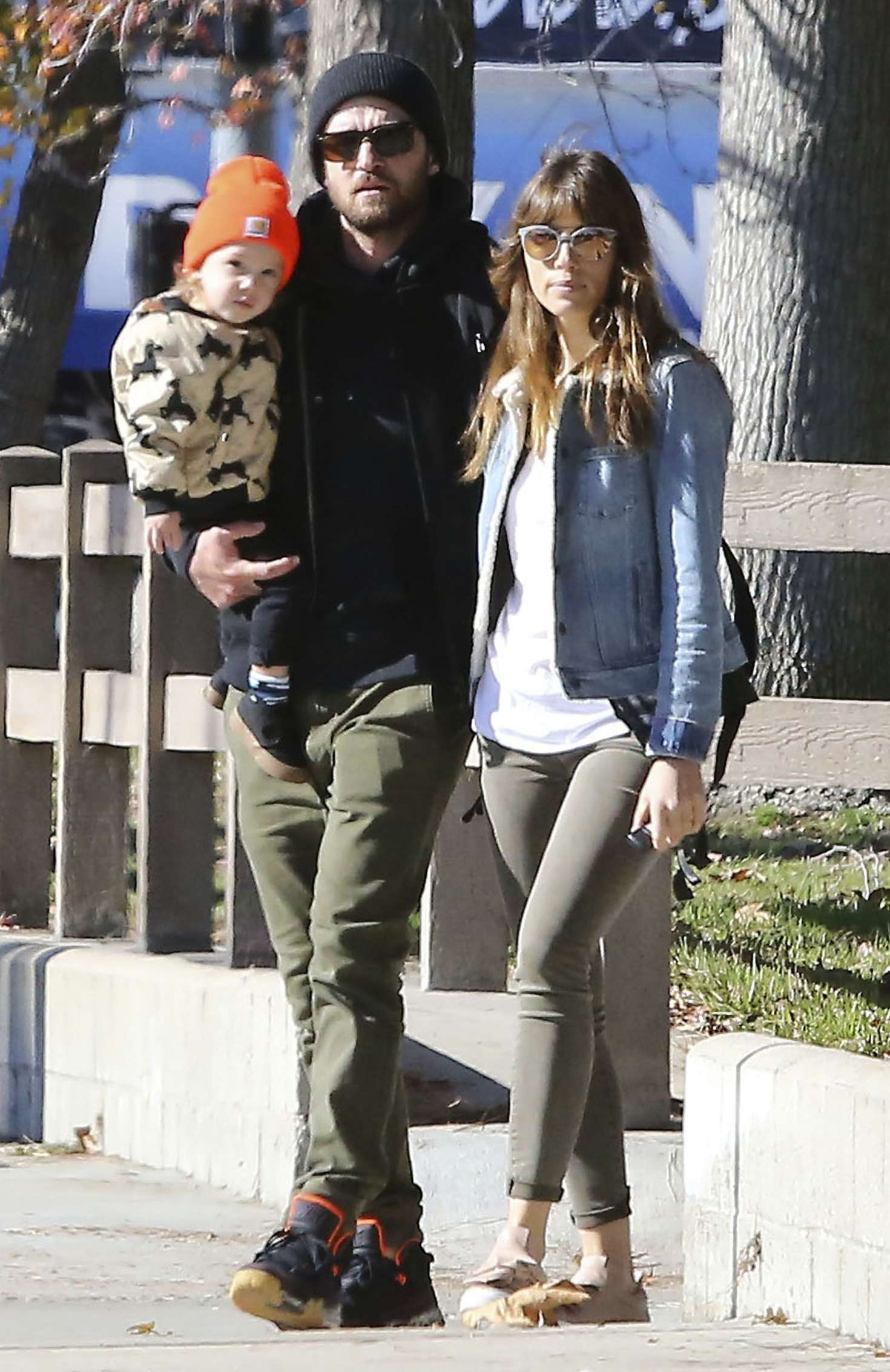 Jessica Biel With Her Family Out In Los Angeles 02 Gotceleb