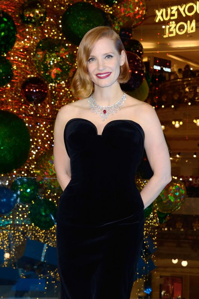 Jessica Chastain – Les Galeries Lafayette Christmas Decorations ...