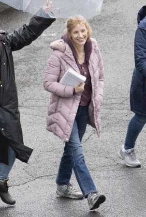 Jessica Chastain - On rain the set of 'The Good Nurse' in New York