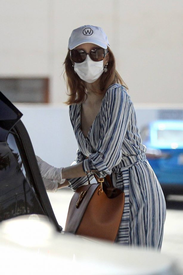 Jessica Chastain - Shopping candids in Palos Verdes