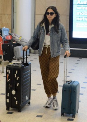 Jessica Gomes - Arrives at airport in Sydney