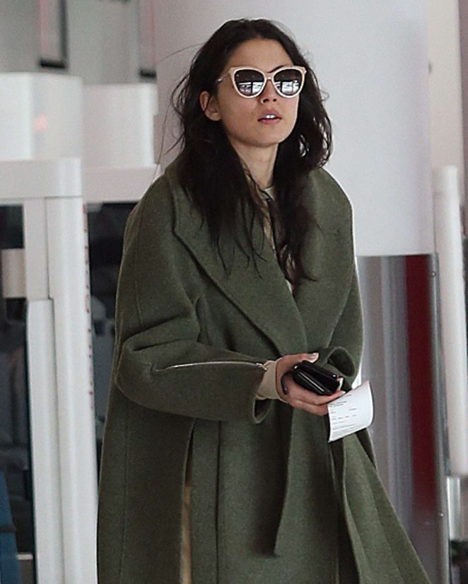 Jessica Gomes at Airport in Perth