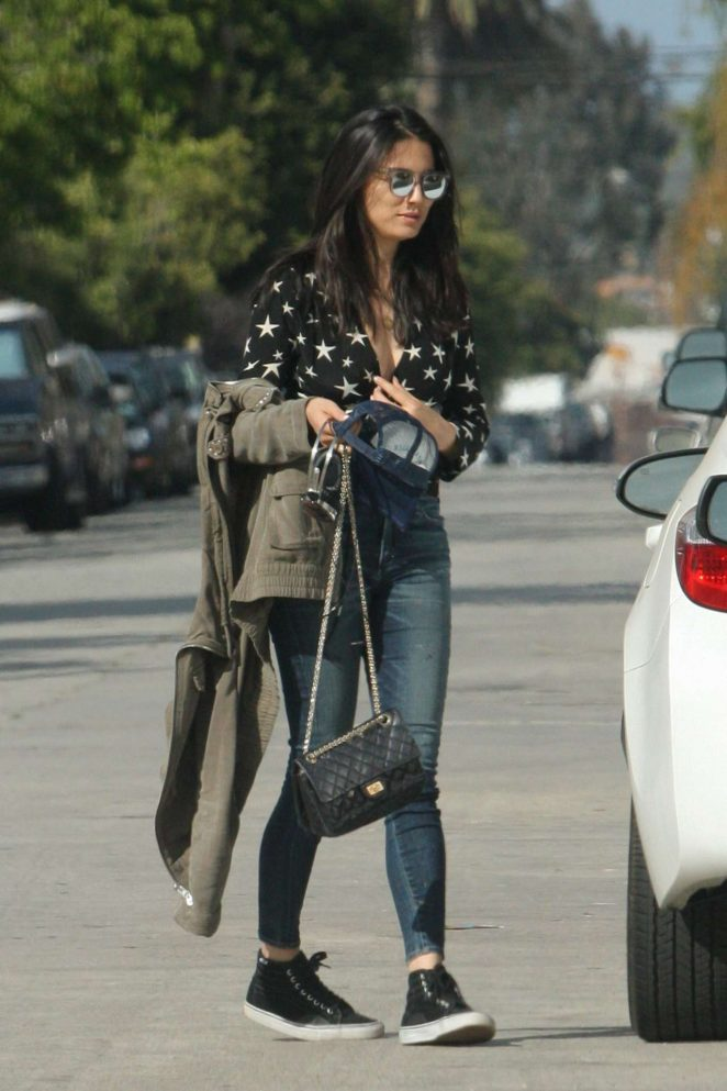 Jessica Gomes in Jeans -02