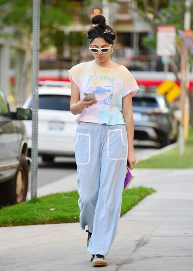 Jessica Gomes - Keeps it comfy casual during an evening walk in LA