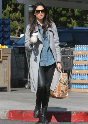 Jessica Gomes - Shopping at Bristol Farms in West Hollywood