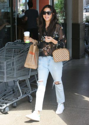 Jessica Gomes - Shopping in Beverly Hills