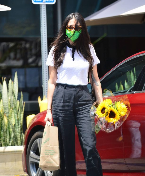 Jessica Gomes - Shopping in Los Angeles