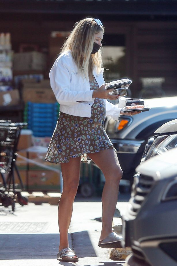 Jessica Hart - Shows baby bump in Los Angeles
