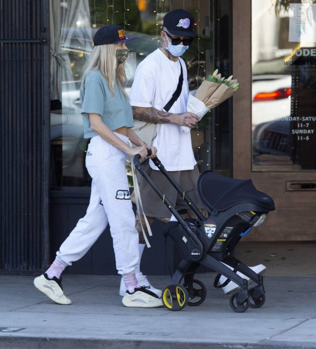 Jessica Hart - Spotted with her baby Rae in Los Angeles