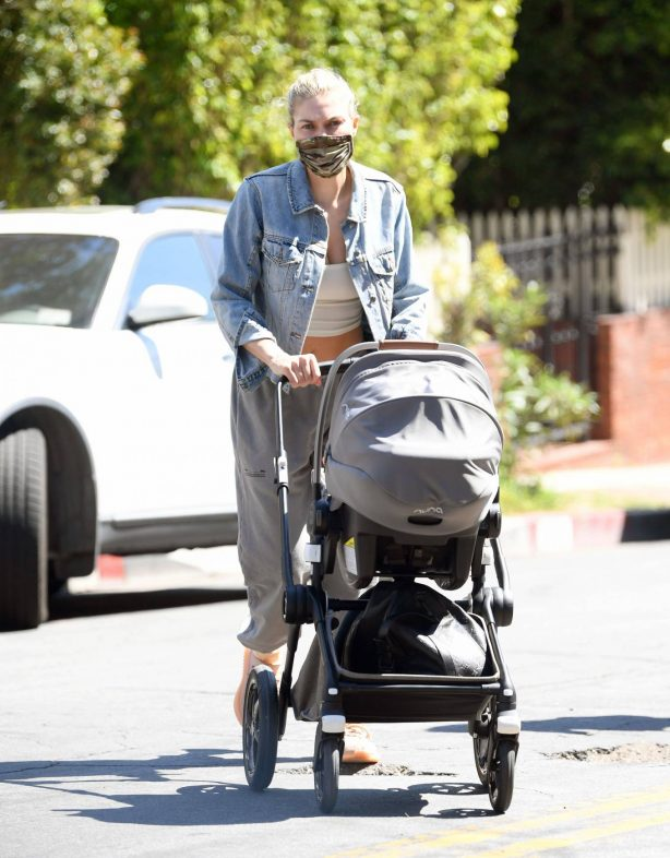 Jessica 'Jess' Hart - Shows off her post baby body in West Hollywood
