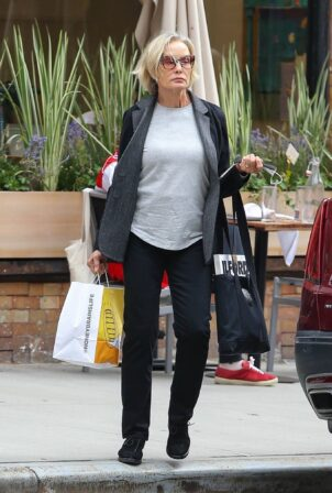 Jessica Lange - Steps out for a retail therapy session in New York