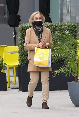 Jessica Lange - taking a stroll in New York