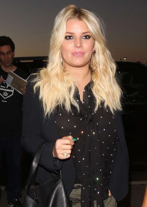 Jessica Simpson - Arrives at the Los Angeles International Airport