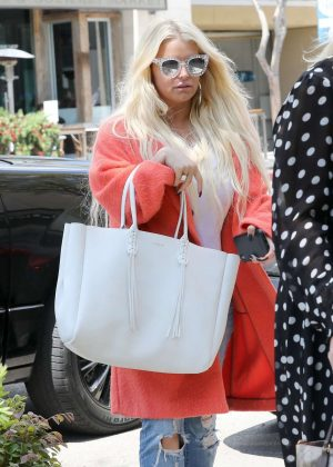 Jessica Simpson - Arrives for lunch in Beverly Hills