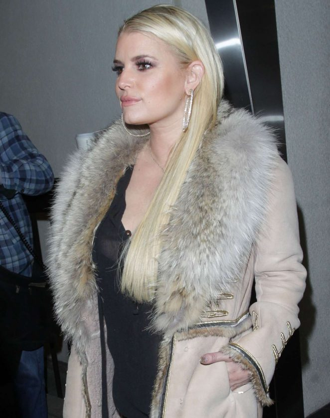 Jessica Simpson Arriving at Los Angeles International Airport