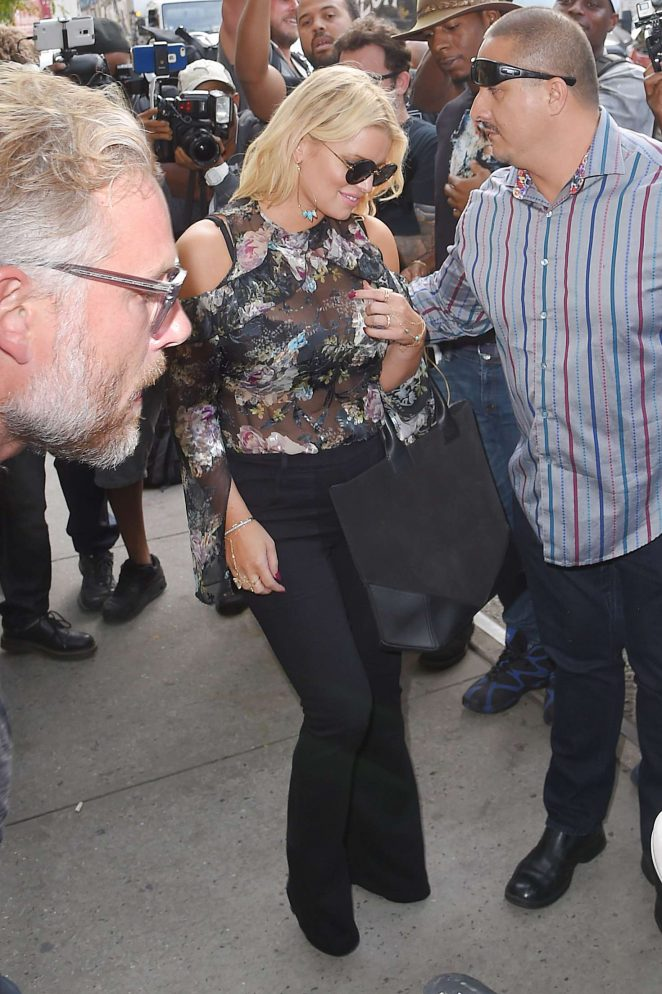 Jessica Simpson in Floral Outfit -02