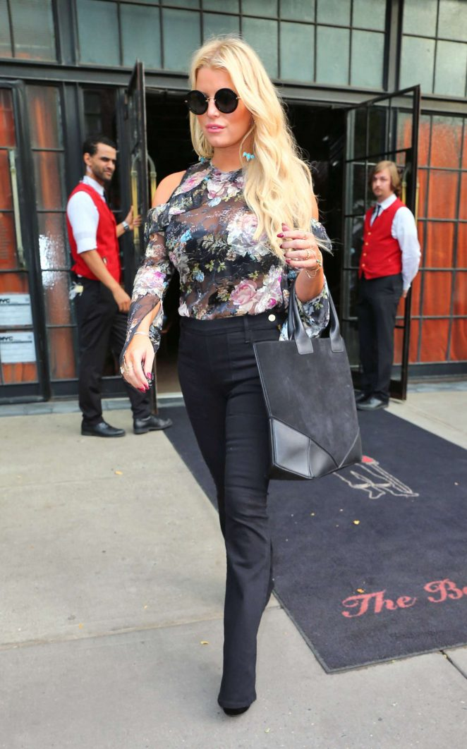 Jessica Simpson in Floral Outfit -04