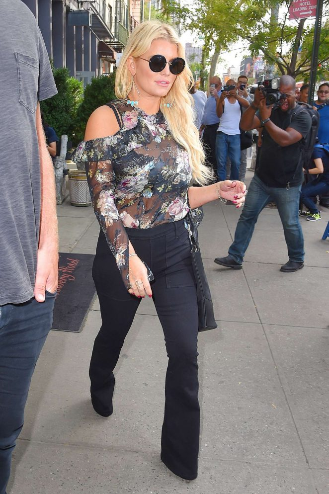 Jessica Simpson in Floral Outfit -08