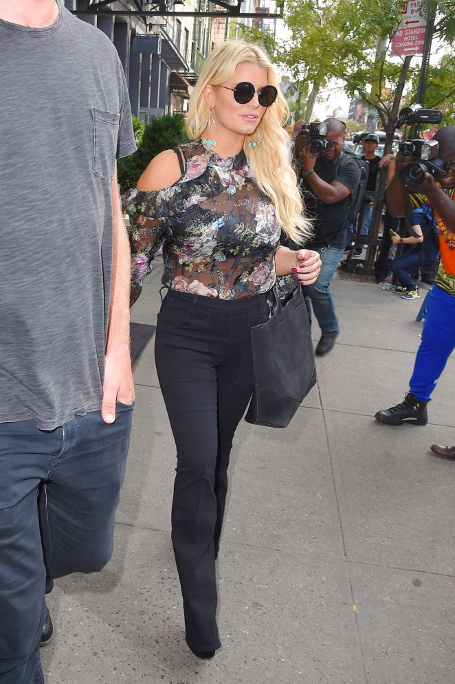 Jessica Simpson in Floral Outfit -13