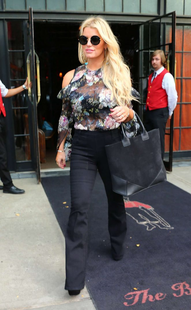 Jessica Simpson in Floral Outfit -17