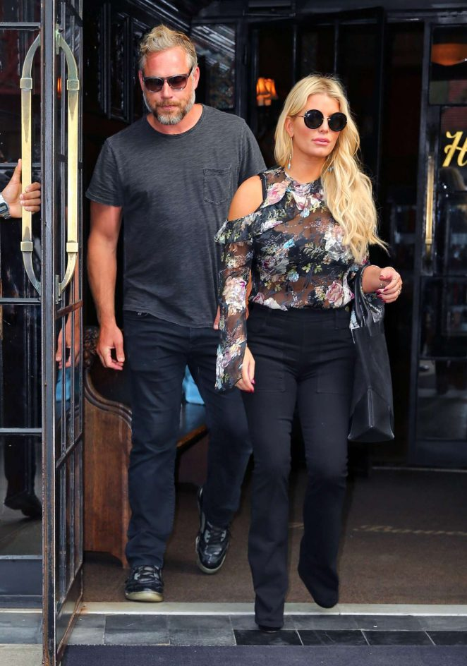 Jessica Simpson in Floral Outfit -19