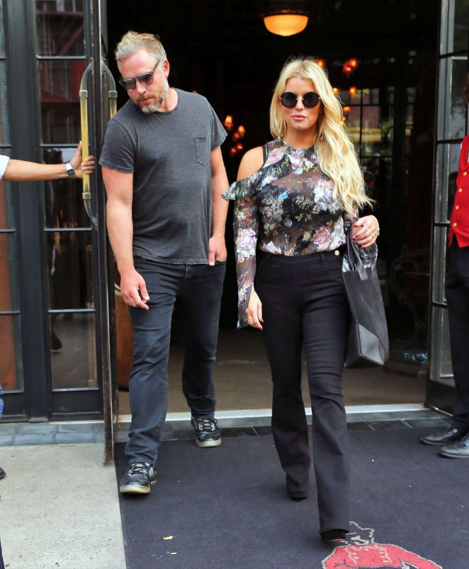 Jessica Simpson in Floral Outfit -20
