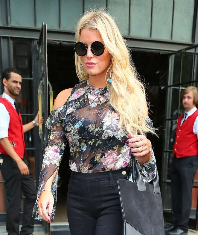 Jessica Simpson in Floral Outfit -29
