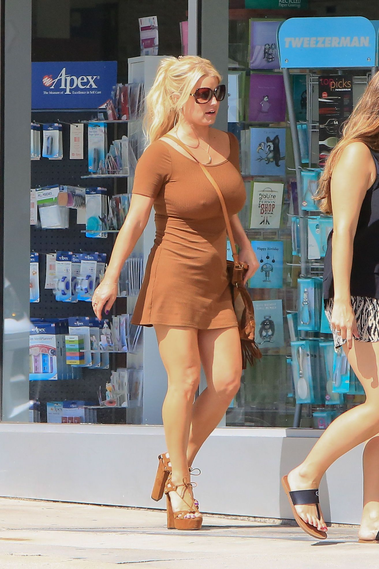 jessica-simpson-fat-pictures-boobs