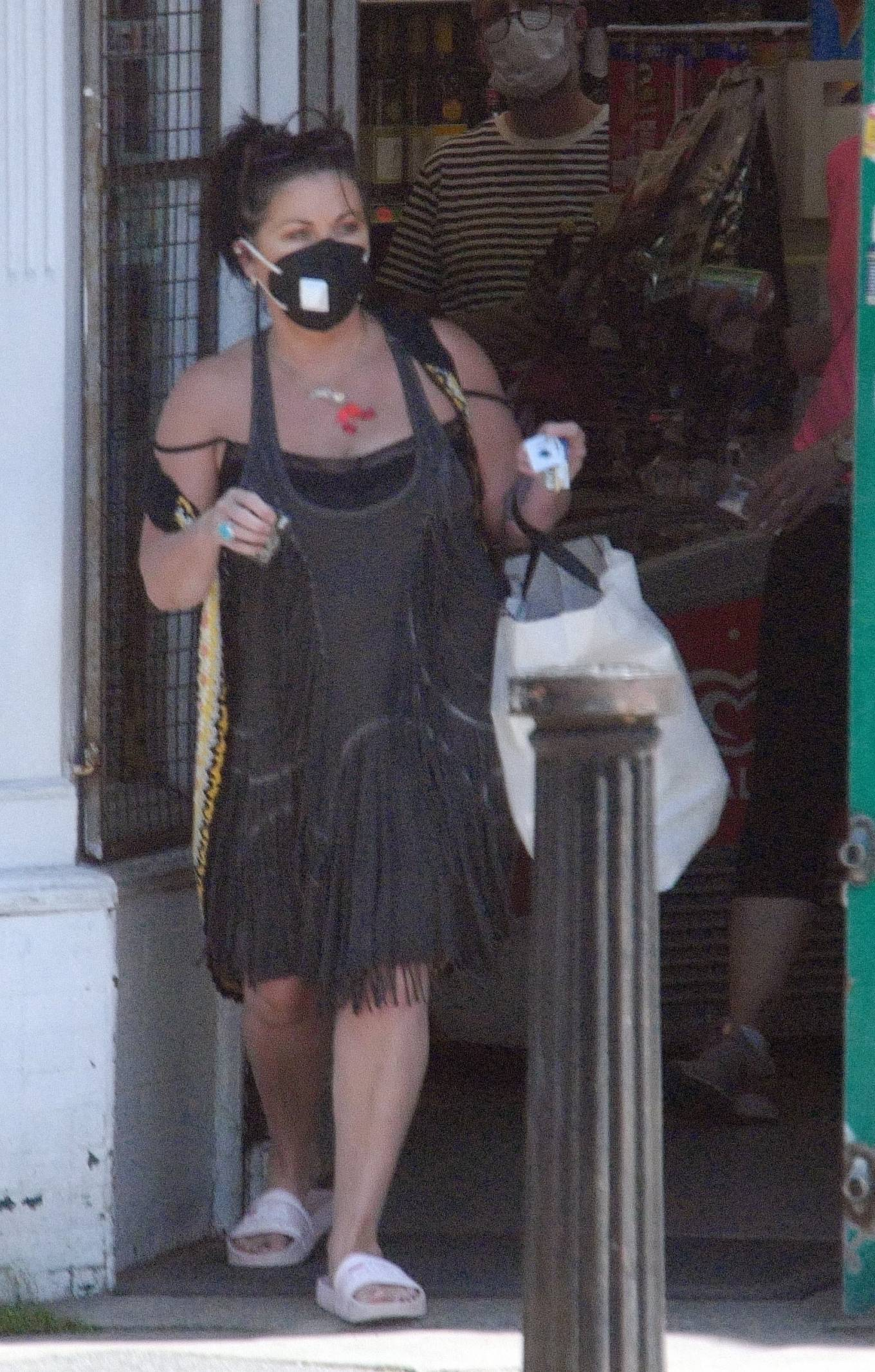 Jessie Wallace - Out in Hampstead