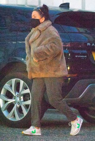 Jessie Wallace - Wears a furry brown coat while shopping in London