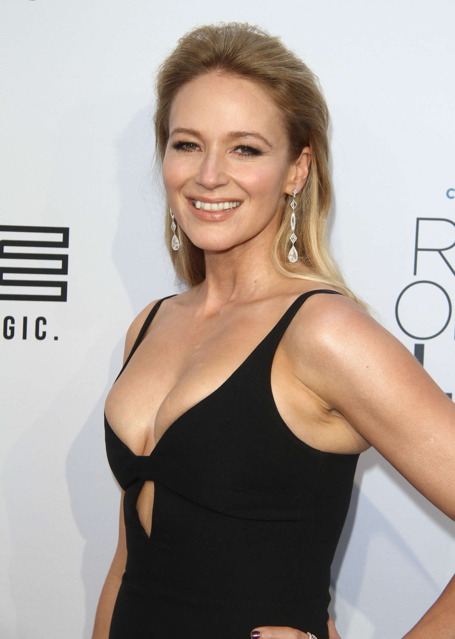 Jewel: Comedy Central Roast of Rob Lowe -13