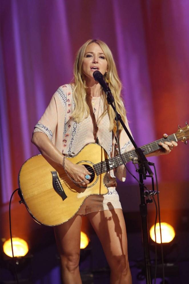 Jewel Kilcher 226 Performs At Jimmy Kimmel Live In