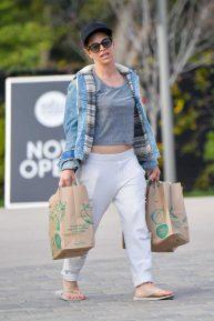 Jillian Michaels - Stops by Whole Foods grocery store in Malibu