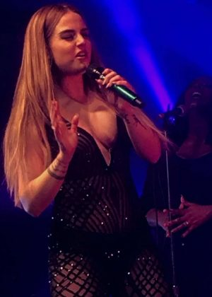 Joanna Jojo Levesque Performs at Mad Love Tour