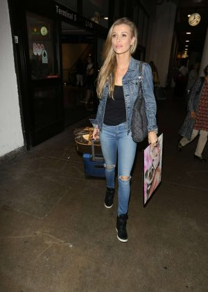 Joanna Krupa - Arriving at LAX Airport in Los Angeles