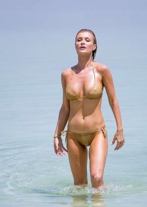Joanna Krupa In Bikini 18 Gender Recognition On Dutch Tweets
