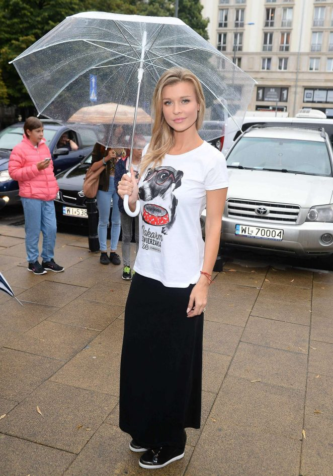 Joanna Krupa - 'Feed the Pets' in Warsaw