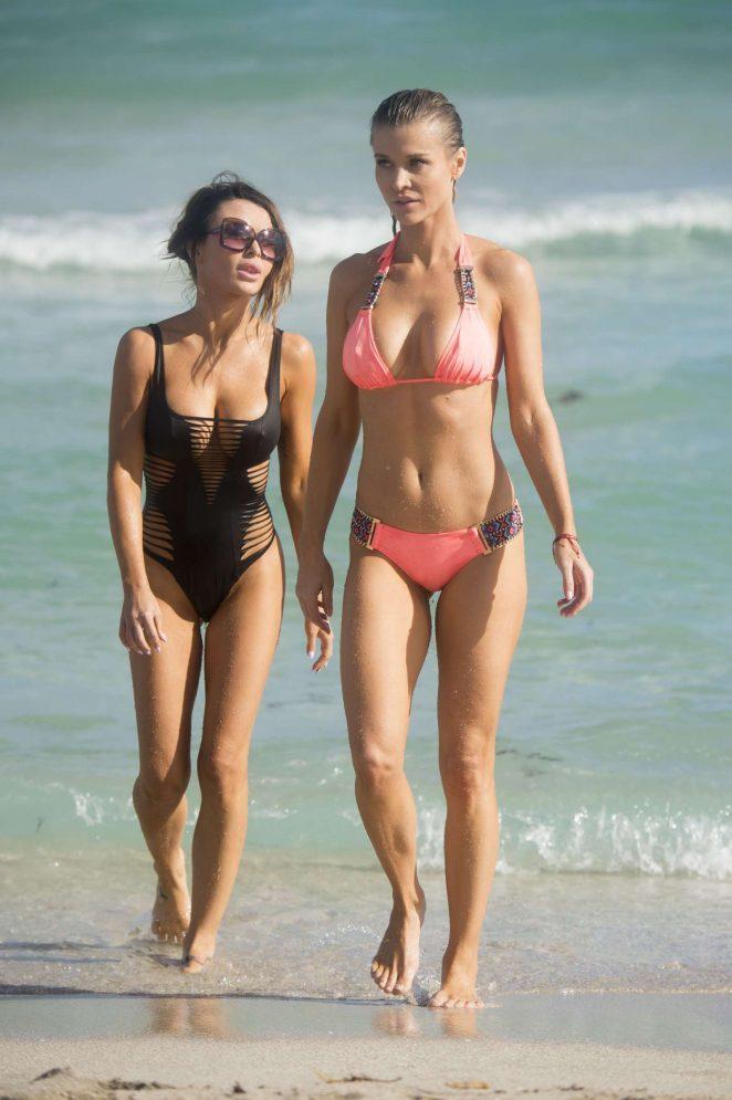 Joanna Krupa In Skimpy Bikini