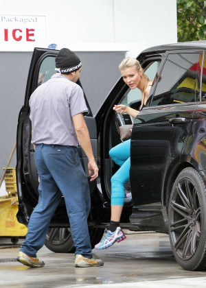 Joanna Krupa: In yoga pants-10